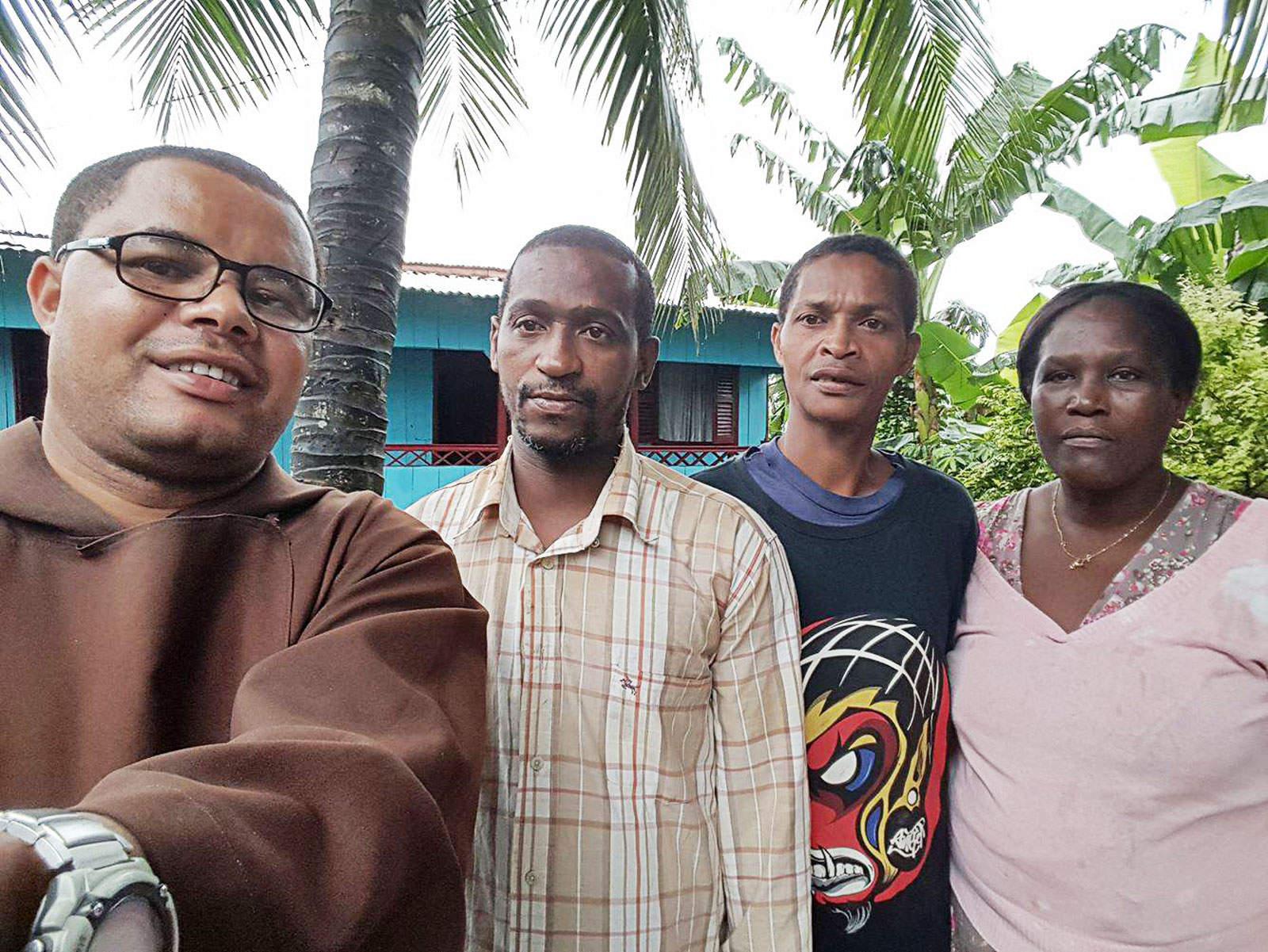 Missionário Frei Claudino Vieira e os irmãos de Adilson Correia